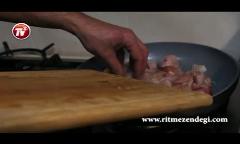 پاستا با گوشت سفید و سس پستوی گرم/آشپزخانه تی وی پلاس