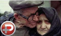 ویدئویی از جشن عروسی یک پیرمرد و پیرزن در خانه سالمندان: ما عاشق همیم