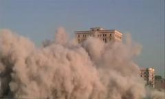 آمریکایی ها ساختمان 13 طبقه را در 15 ثانیه نابود کردند/فیلم
