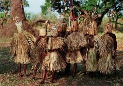 خوراندن مار زنده به افراد توسط جادوگر افریقایی