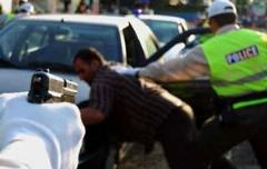 درگیری لفظی راننده متخلف با پلیس نامحسوس: اگه می تونی ماشینو ببر!