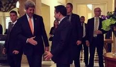افشاگری یکی از اعضای مذاکره کننده تیم هسته ای ایران: عراقچی خودکار را به سمت جان کری پرت کرد!