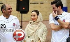 در شبی که بازیگر زن سینما برای دیدن بازی همسرش به ورزشگاه فوتبال آمد، هنرمندان هم گل زدند، هم قلک های خیریه شکاندند/گزارش یک جشن خیریه فوتبالی با حضور هنرمندان ایرانی