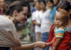 دیدار «آنجلینا جولی» با کودکان میانمار / گزارش تصویری