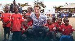 قلب بزرگ راجر مقابل كوچولوهاي مالاوي /فـدرر: هر کودکی باید بتواند به مدرسه برود