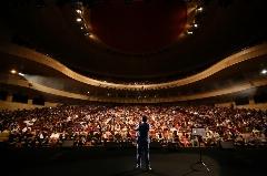 واکنش بدل محسن چاوشی وقتی فهمید او برای خواندن سنتوری دو 500 میلیون تومان دستمزد طلب کرده است: آقای مهرجویی من 50 میلیون تومان می گیرم!/عصاره شهرام شب پره و عمو قناد را در کرم های جوانی بفروشیم! - کنسرت خنده حسن ریوندی