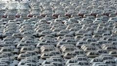 چرا خودروهای این کارخانه مشهور روی دستش باد کرده؟/بازار راکد خودرو در ایران