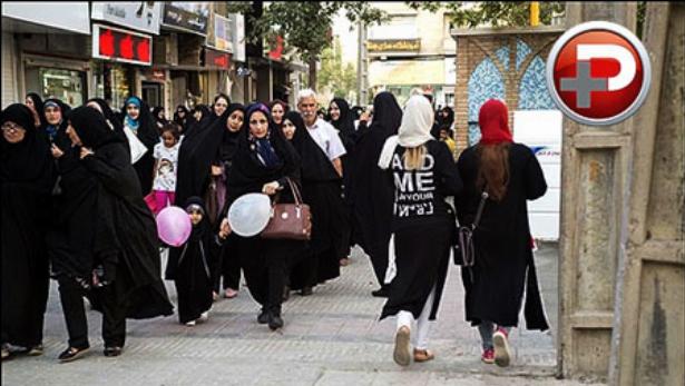 هجوم خارجی ها به پارک ملت تهران؛ پرده برداری از لباس هایی کمیاب که فقط در ایران یافت می شوند! وقتی خارجی ها به پوشش ایرانی ها ایراد گرفتند؛ آبسه تقدیم می کند