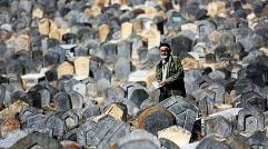 در پی انتشار شایعه تخریب سنگ قبر خواننده مشهور : گزارشی از امامزاده ای که سرشناس ترین خواننده های ایرانی در آن به خاک سپرده شده اند