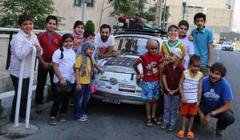 دو جهانگرد ایتالیایی، کودکان مبتلا به سرطان محک را سورپرایز کردند/گزارش تصویری