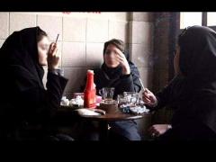 چرا دخترهای سیگاری دیگر ترسی از سیگار کشیدن در ملاء عام ندارند؟/مردم پاسخ می دهند - برنامه خط ویژه