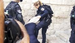 زن فلسطینی زیر لگدهای زن اسرائیلی/گزارش تصویری
