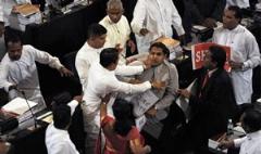 کتک زدن نماینده پارلمان هند بخاطر خوردن گوشت گاو!