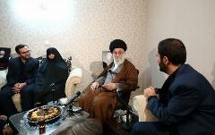 حضور رهبر معظم انقلاب در منزل سردار شهید حسین همدانی