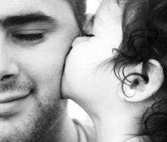 ویدئویی زیبا از عشق دختر به پدر/ اثباتی برای تعریف نامحدود بودن عشق و علاقه!
