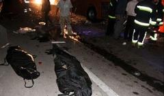 فیلم: تصادف مرگبار کامیون و مینی بوس که 20 کشته برجای گذاشت/جاده تهران - قم