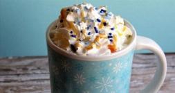 هات چاکلت با شکلات سفید/این نوشیدنی محبوب و خوشمزه پاییزی را از کافه تی وی پلاس بیاموزید