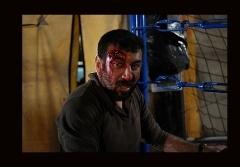 علی انصاریان جایزه سینمایی اش را به هادی نورزی تقدیم کرد