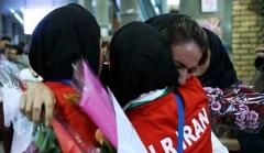 اشک های کاپیتان تیم ملی زنان ایران در شب استقبال از هم تیمی های قهرمانش: آقایان مسئول! ترخدا صدای من را بشنوید/وقتی کاپ خانم گُل فوتسال ایران گُم شد/گزارش بازگشت تیم ملی فوتسال زنان ایران به کشورمان