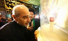 تغییر رنگ تربت امام حسین (ع) در روز عاشورا + فیلم