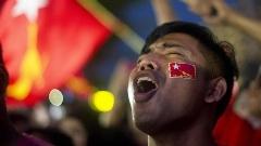 هواداران سوچی پیش از اعلام نتایج انتخابات میانمار جشن پیروزی برپا کردند! /عکس