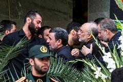 گزارش تصویری از حضور احمدینژاد در تشییع شهدای حرم