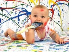 مادری که خط خطی های دخترش را تبدیل به نقاشی میکند