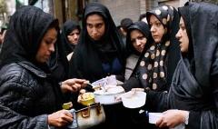 گزارشی از یک مراسم متفاوت؛ حلوا پزان خانم ها در ظهر تاسوعا/اینجا گلوبندک تهران است
