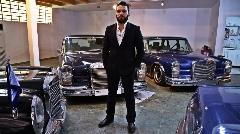 خودروهای لاکچری محمدرضا شاه در این کاخ به خواب رفته اند  بنزی که 48 ساعت هوا را در خودش ذخیره می کند رولز رویسی که اختصاصی برای ایران ساخته شد