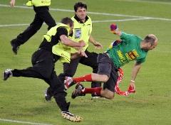 فرار حیرت آور یک جیمی جامپ از دست ماموران پس از برهم زدن بازی!