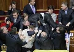 کلیپی از حمله با فنون کشتی به نخست وزیر اکراین/دیدنی