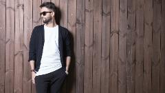 بنزیامین؛ خوشتیپ ترین خواننده استیج ایران در تی وی پلاس/ آنونس مهیج گفتگوی قهرمان بنز منتشر شد!