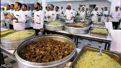 گزارشی از اولین آشپزخانه دنیا که برای استخدام در آن صف می کشند/غذای اینجا مریض را شفا می دهد