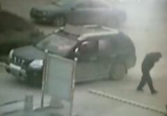 لحظه آتش گرفتن یک مرد در خودرو /16+