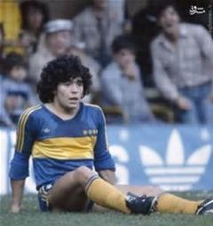 مارادونا و هدف گیری دقیق با پای چپ در دوران جوانی