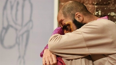 اتفاقی جالب و کم سابقه در تئاتر ایران/ گزارشی از یک تئاتر مخلوط با موسیقی و نقاشی و البته گریم های عجیب/خاک صحنه تقدیم می کند