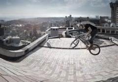 کلیپی بی نظیر از دوچرخه سواری روی پشت بام های لاس پالماس