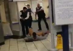 در شرق لندن مردی با چاقو به مسافران مترو حمله کرده و سه نفر را مجروح می کند