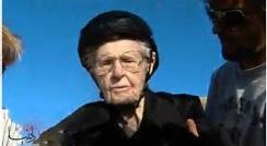 عکس العمل پیرزن 101 ساله بعد از دیدن خودش در تلویزیون