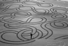 کلیپی از طراحی زیبا و خارق العاده بر روی ساحل دریا