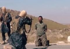 اعدام یک مرد با شلیک گلوله توسط داعش /18+