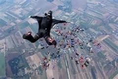 پرش از ارتفاع چهار هزار متری بدون چتر نجات/این ویدئو فوق العاده است