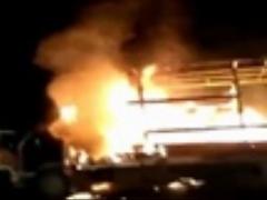 خودرویی که با آتش وارد آتش نشانی شد