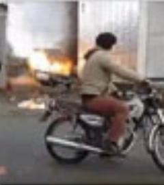 لحظه انفجار یک خودرو در آستارا