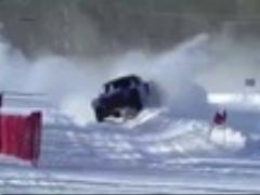 مسابقه اتومبیل رانی سرعت روی برف و یخ