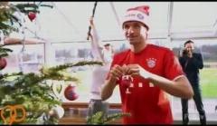 تزئین درخت کریسمس توسط مولر و بازیکنان بایرن مونیخ