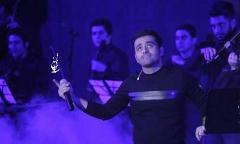 تصاویری بی نظیر از کنسرت خواننده ای که هیچ کس باورش نمی شد برای بلیت هایش صف بکشند!/میثم ابراهیمی: خدا من و علی دایی را بغل کرده/حضور یاسر بختیاری به معنای رد کردن خط قرمز نیست - اختصاصی تی وی پلاس