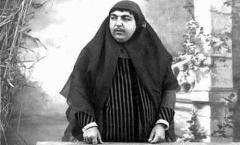 راز معمای عجیب سبیل گذاشتن زنان قاجار برملا شد/اسنادی که نشان می دهد این مرد آنها را مجبور به اعمال برخلاف میل خود می کرده است
