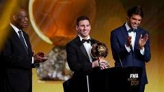 از پسری که با مغز روی فرش قرمز افتاد تا کسی که مسی بدون اجازه اش آب هم نمی خورد، چه برسد به انتخاب لباس/همه حواشی و پشت صحنه های جذاب مراسم انتخاب بهترین ستاره فوتبال دنیا