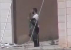 لحظه هلاکت یک داعشی توسط تک تیرانداز